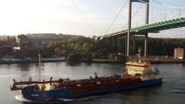 """""""Göta-Älv-fartyg"""" på väg upp till Vänern"""